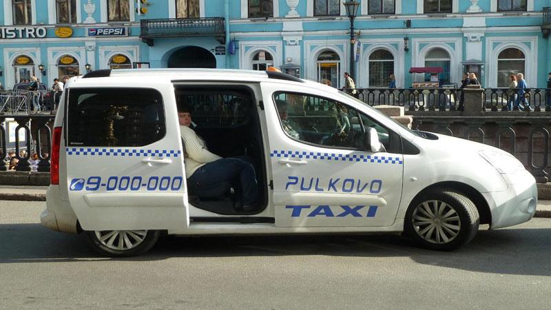 Такси - удобный и недорогой способ добраться до аэропорта