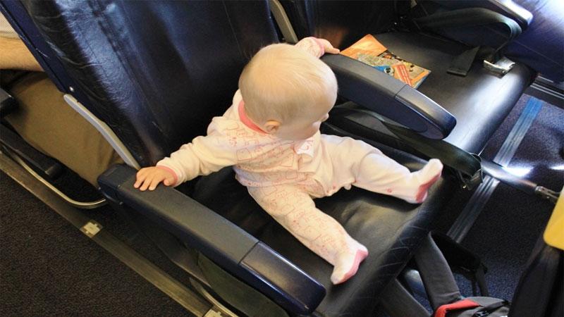 Главные правила перевозки детей в самолетах по России