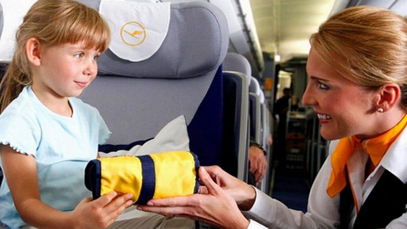 Стюардесса обеспечит вашего ребенка всем необходимым