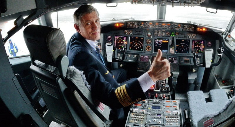 зарплата пилота самолета