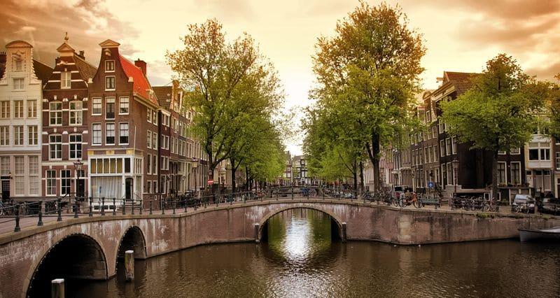 Время полета Москва – Амстердам