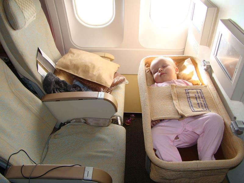 Коляска в самолете правила