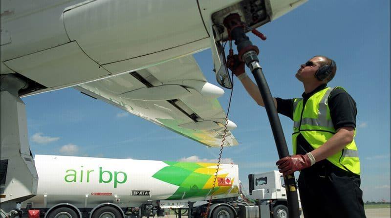Сколько топлива расходует самолет