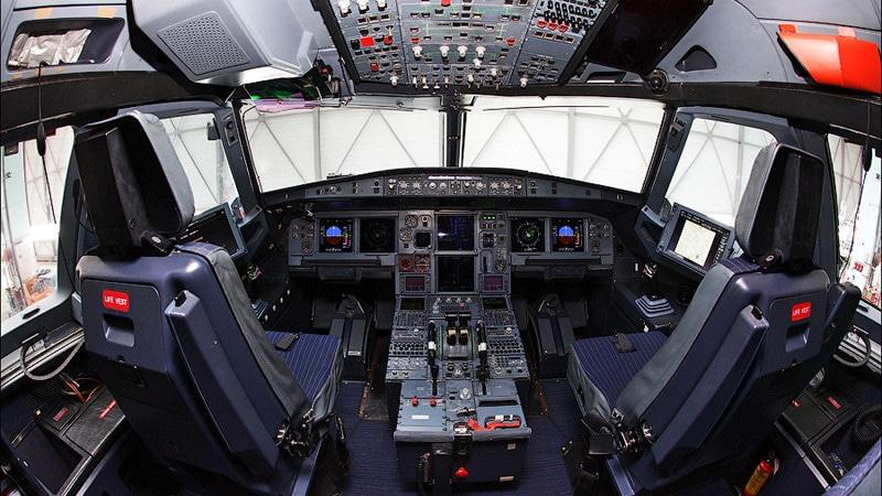 Кабина пилотов Airbus A320