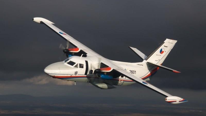 фото самолета Let L-410