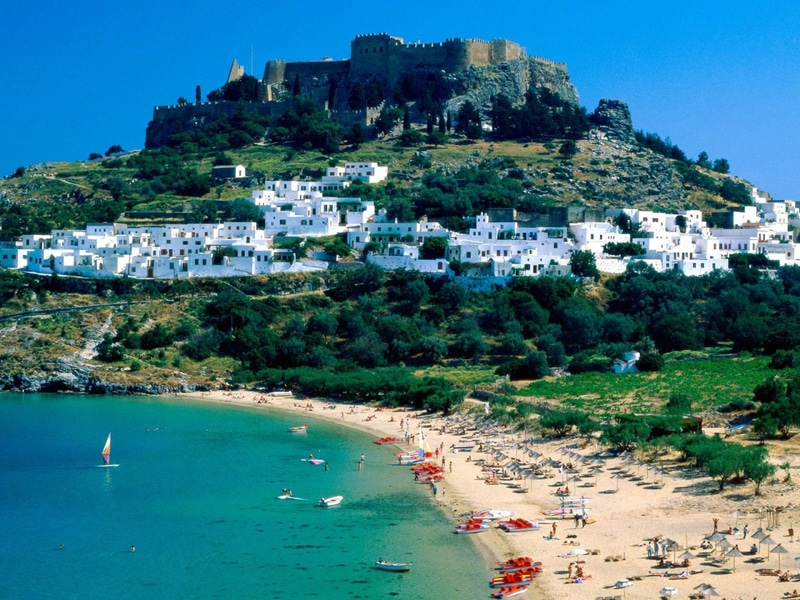 Сколько лететь до Греции из Санкт-Петербурга