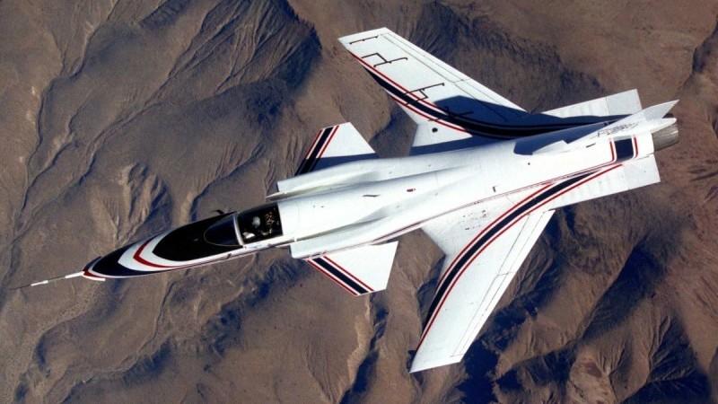 самолет с обратным крылом