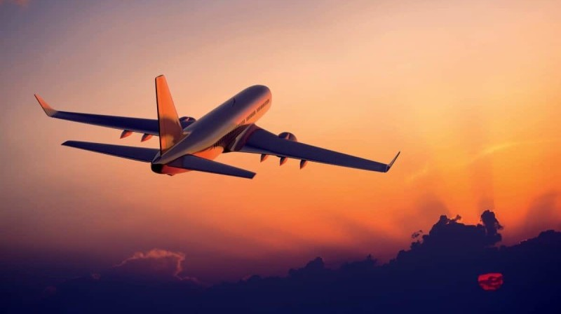 почему самолет взлетает против ветра
