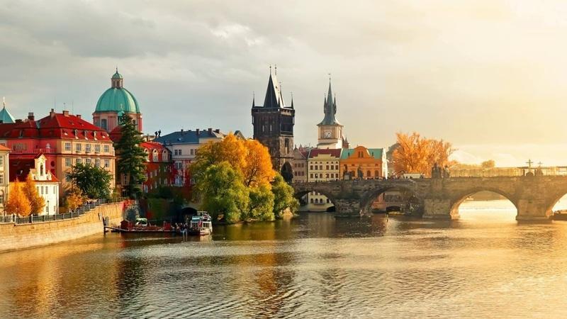 время полета Екатеринбург - Прага