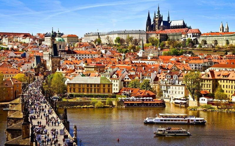 расстояние от Новосибирска до Праги