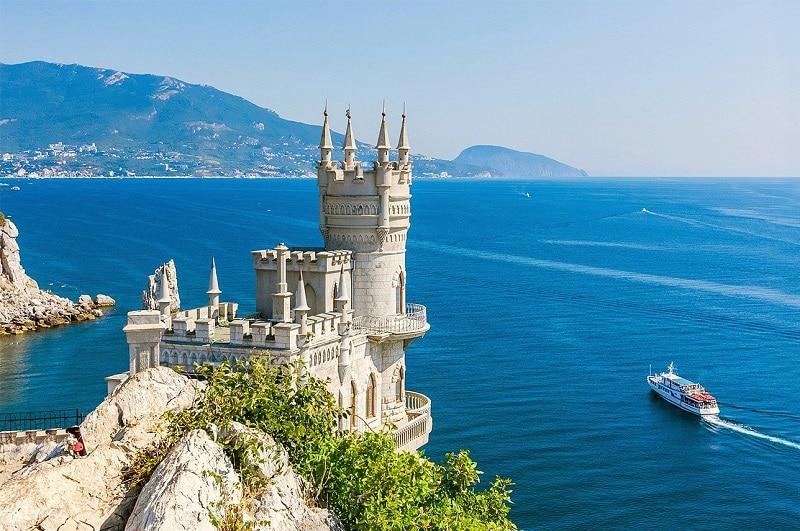 Сколько лететь до Крыма из Питера