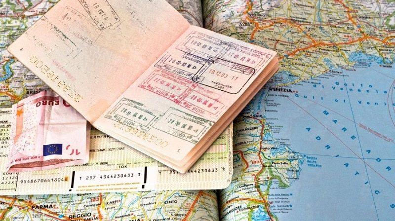 Можно ли лететь за границу со старым паспортом после свадьбы