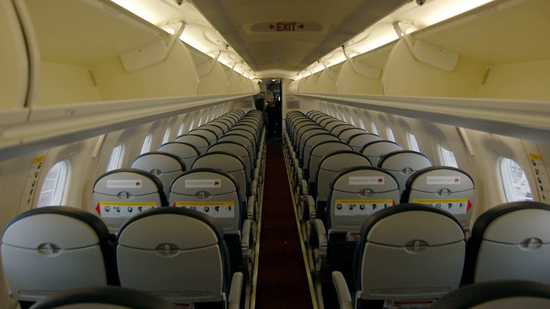 самолет Embraer 190