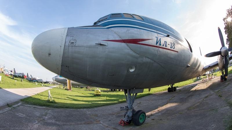 самолет Ил-18 фото