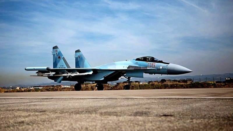 вертикальный взлет самолета Су-35