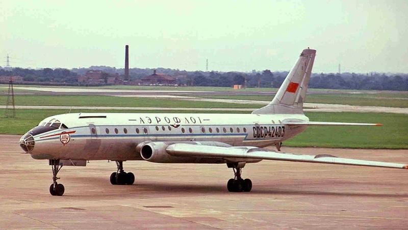 самолет Ту-104