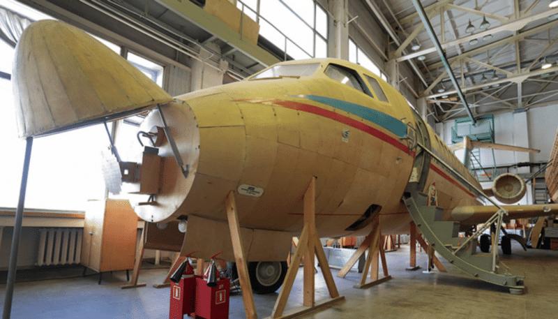 Самолет Ту-324 фото