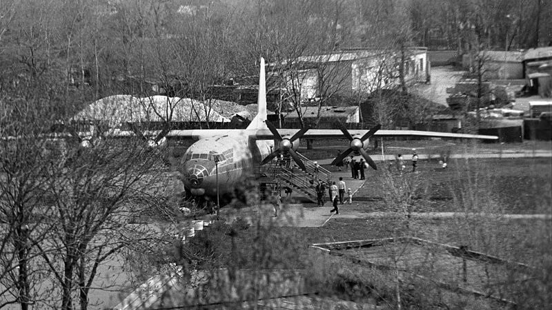 Самолет Ан-10